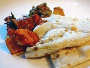 Indisches Essen Naan von Taj Tandoori